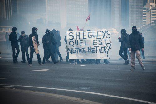 occupation de rails - Manifestation - Autodéfense populaire : différentes voies pour atteindre un même but: le retrait de la loi ElKhomry