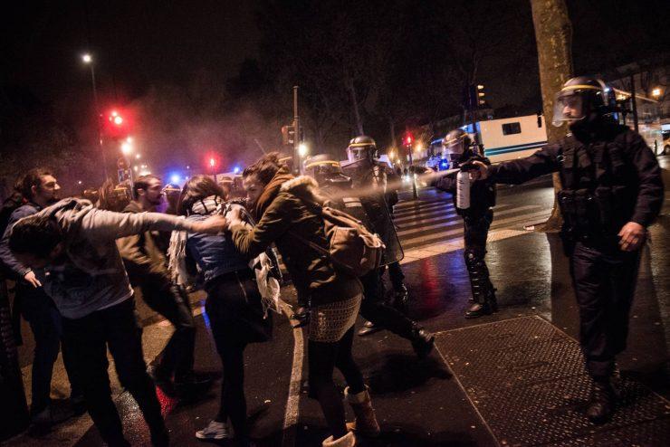 Une #NuitDebout qui part en manifestation spontanée et qui est durement réprimée.