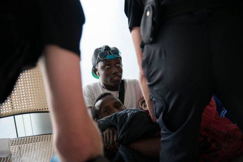 Manifestation - Evacuations forcées - Occupation d'une caserne abandonnée en plein Paris, les refugié.es tentent de survivre dans la capitale.